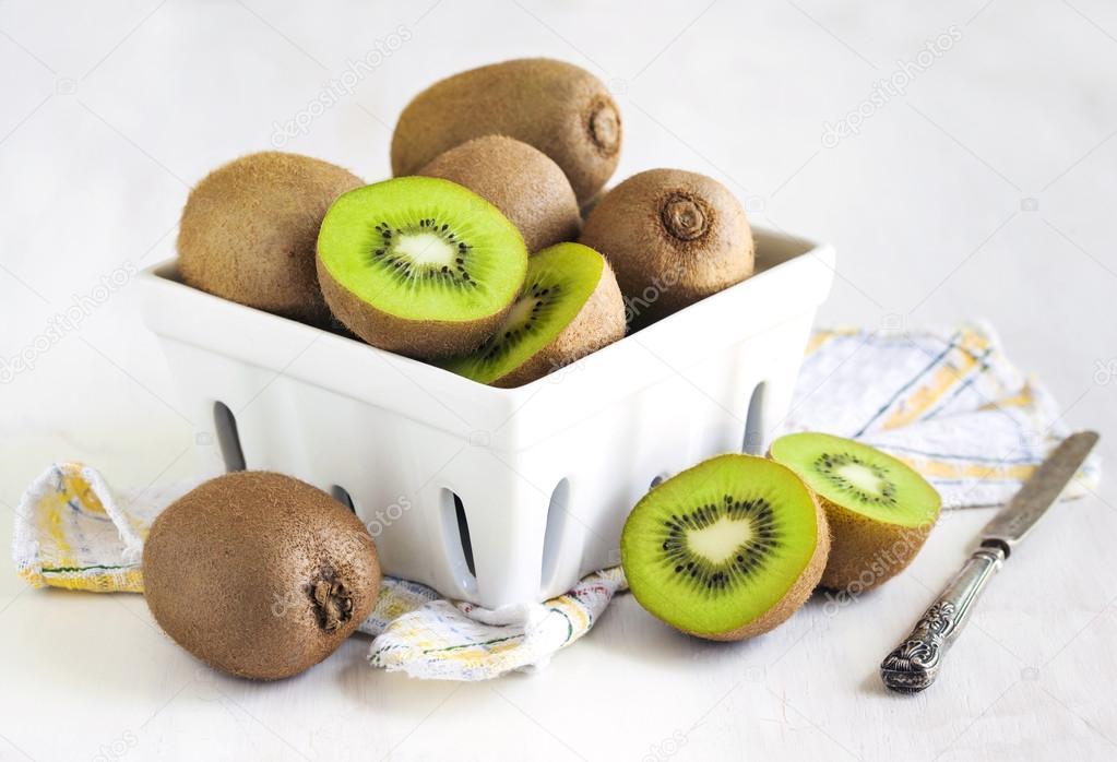 depositphotos_71039755-stock-photo-kiwi-fruits-in-ceramic-basket